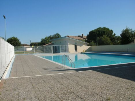 "La piscine de Galgon<span class=""normal italic petit"">DR</span>"