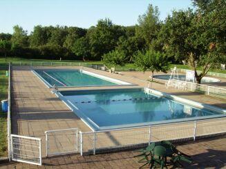 La piscine de Montaigut sur Save fait partie de la base de loisirs de Bouconne