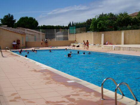 La piscine de plein air à Creissan
