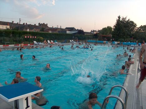 """La piscine de Pré-en-Pail est ouverte tout l'été.<span class=""""normal italic petit"""">DR</span>"""
