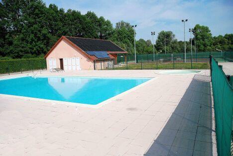 """La piscine de Recey sur Ource<span class=""""normal italic petit"""">DR</span>"""