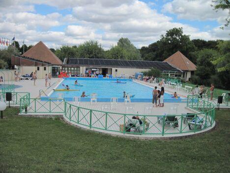 La piscine de Valençay propose des kanoës -kayaks pour les enfants.