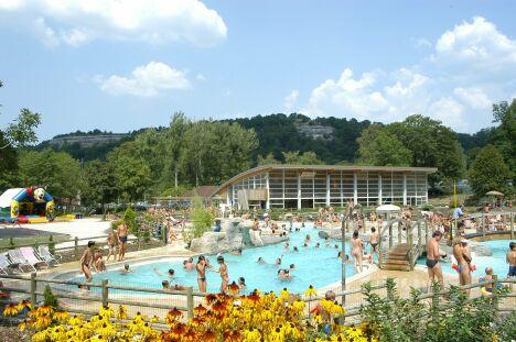 """La piscine des Lagons à Doucier<span class=""""normal italic petit"""">DR</span>"""