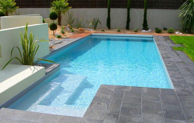 La piscine design se distingue grâce aux découpes franches © L'Esprit Piscine