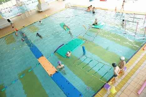 """La piscine du parc Aquavert à Francheville propose des activités pour enfants et adultes.<span class=""""normal italic petit"""">DR</span>"""