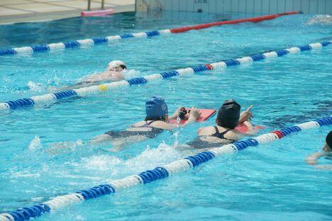 """La piscine du parc Aquavert de Francheville propose des leçons de natation.<span class=""""normal italic petit"""">DR</span>"""