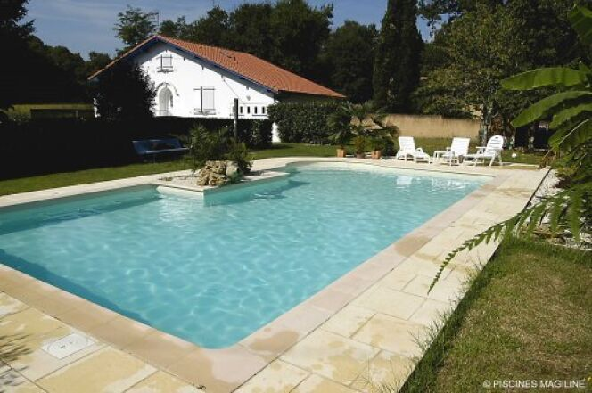 "La piscine enterrée : c'est la classe<span class=""normal italic petit"">© Piscines Magiline</span>"