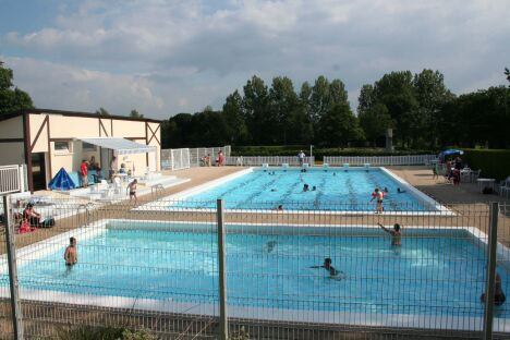 "La piscine intercommunale de Brecey<span class=""normal italic petit"">DR</span>"