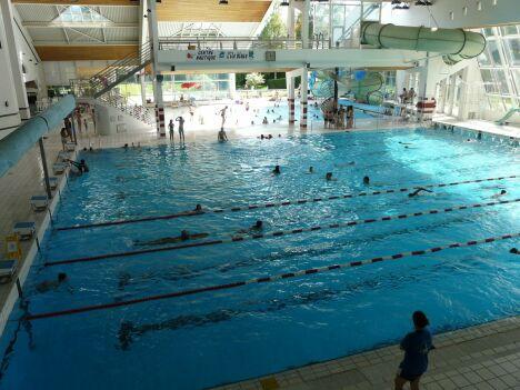 "La piscine l'Ile Bleue à Seynod et son grand bassin de natation.<span class=""normal italic"">DR</span>"