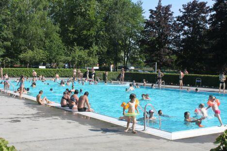 """La piscine les Pins à Haguenau<span class=""""normal italic petit"""">DR</span>"""