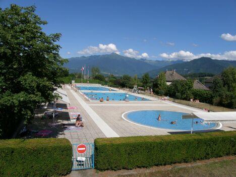 """La piscine municipale de Saint Pierre d'Albigny.<span class=""""normal italic petit"""">DR</span>"""