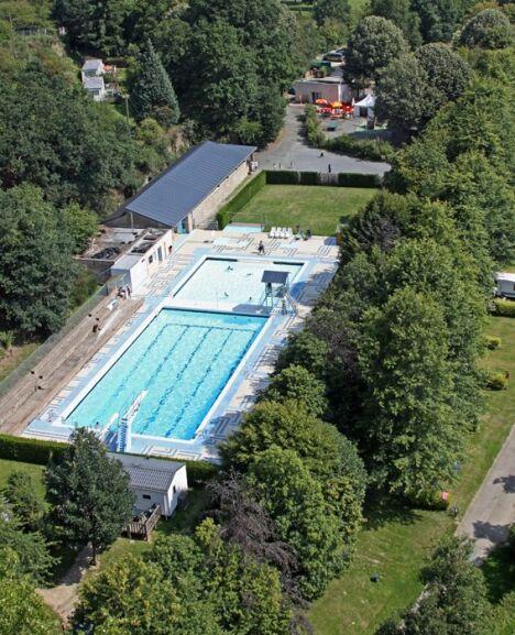 "La piscine Raymond Fauque à Mayenne.<span class=""normal italic petit"">© JB Deguara</span>"