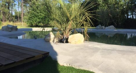 Piscine pm construction laluque pisciniste landes 40 for Beton quartz entretien