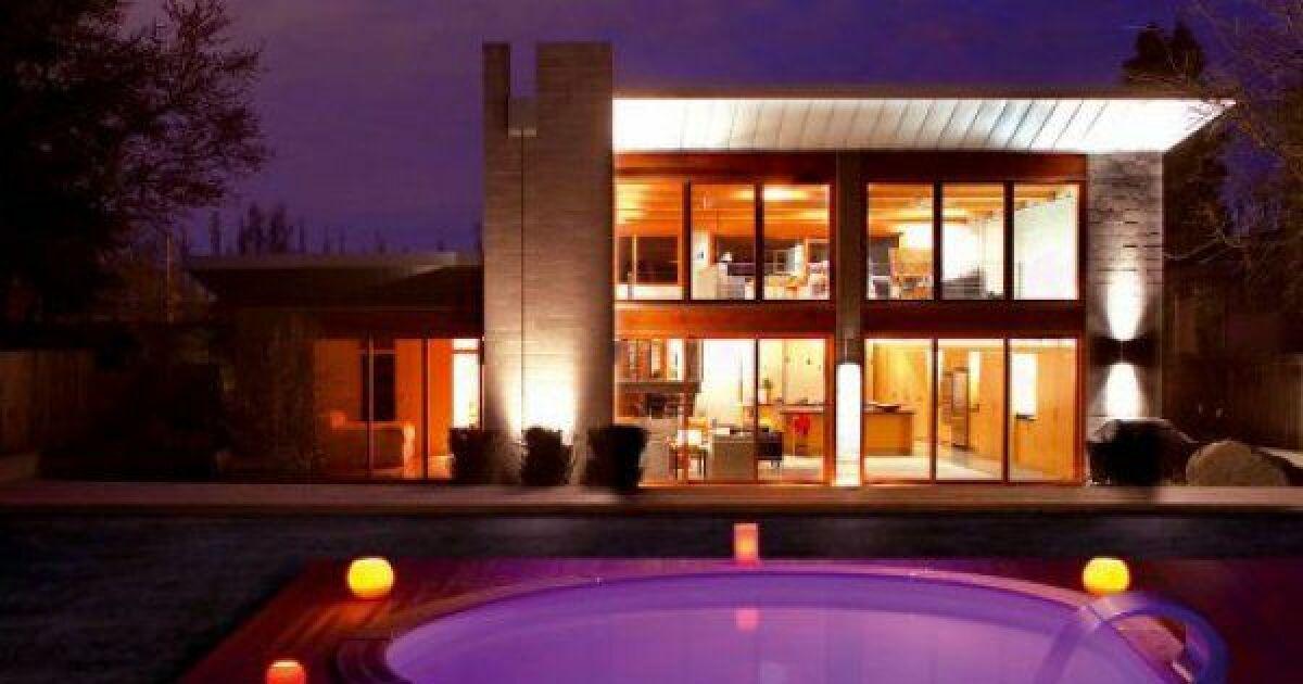 lampe de piscine lampe solaire lampe led couleurs et ambiances. Black Bedroom Furniture Sets. Home Design Ideas