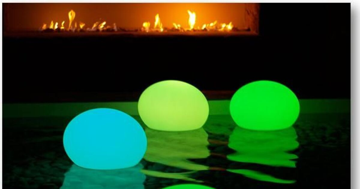 lampe piscine led flatball par aquagyms. Black Bedroom Furniture Sets. Home Design Ideas