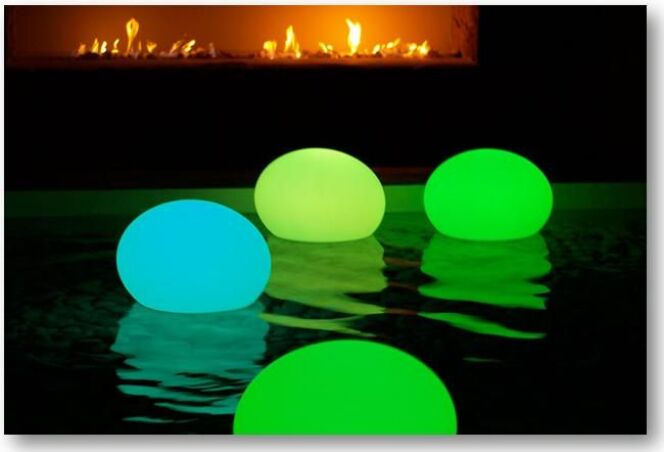 Lampe piscine à Led Flatball par Aquagyms