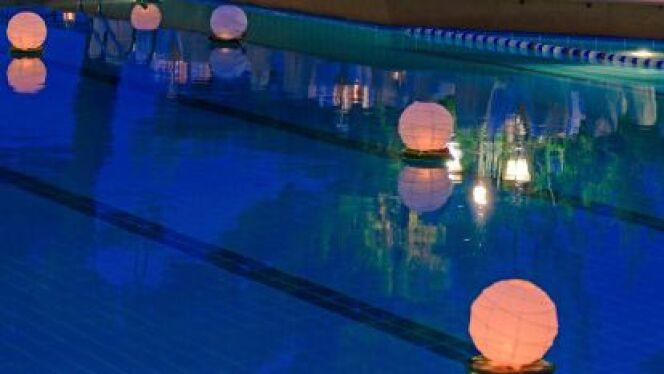 """Les lampes flottantes, une idée originale pour embellir votre piscine<span class=""""normal italic petit"""">© Rostislav Ageev - Thinkstock</span>"""