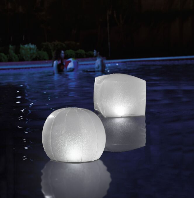 Lampes LED flottantes, par Intex