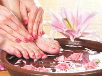 Un bain de pied : des petons tout beaux pour l'été !