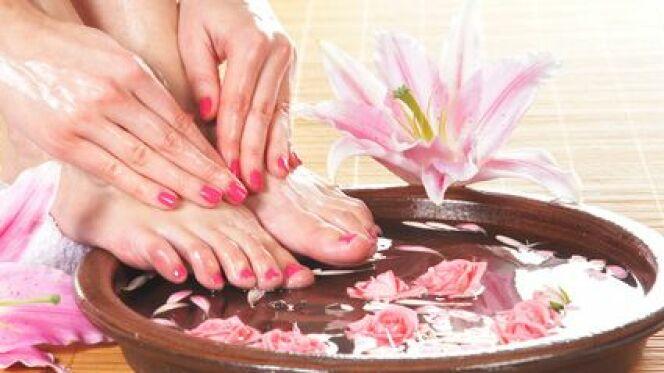 """Le bain de pied est un soin bien-être trop souvent négligé.<span class=""""normal italic petit"""">© Maksim Šmeljov - Fotolia.com</span>"""