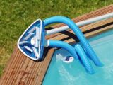 Le balai de piscine triangle
