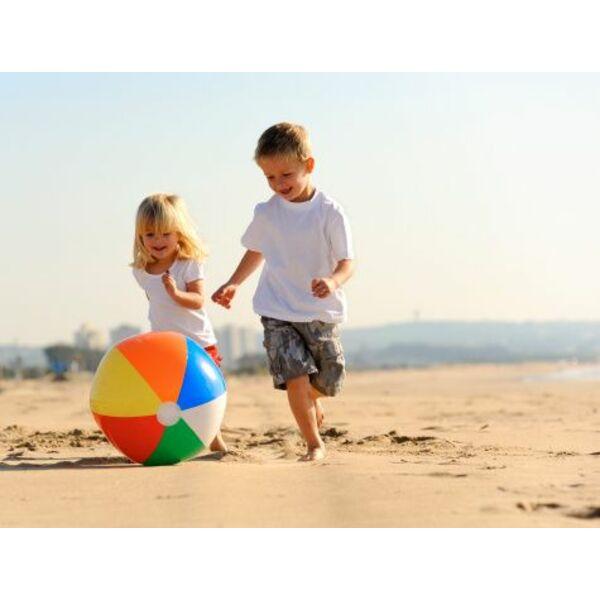 Le ballon gonflable exemples de jeux de ballon pour la for Petite piscine gonflable pour bebe