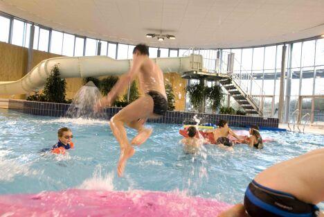"""Le bassin de loisirs de la piscine du Petit-Port à Nantes<span class=""""normal italic petit"""">DR</span>"""