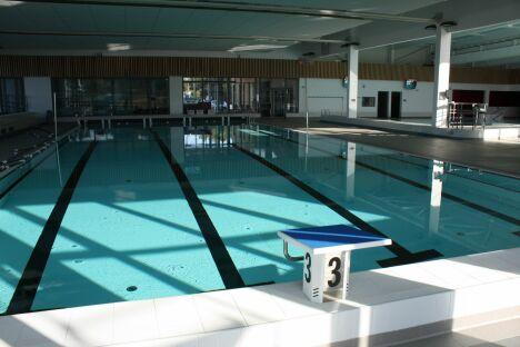 """Le bassin de natation du centre aquatique de Locminé<span class=""""normal italic petit"""">© Locminé Communauté</span>"""