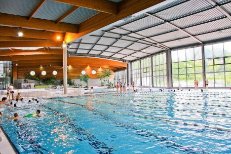 """Le bassin intérieur de la piscine Aqua'reL à Lons le Saunier<span class=""""normal italic petit"""">© jeanmarcbaudet</span>"""