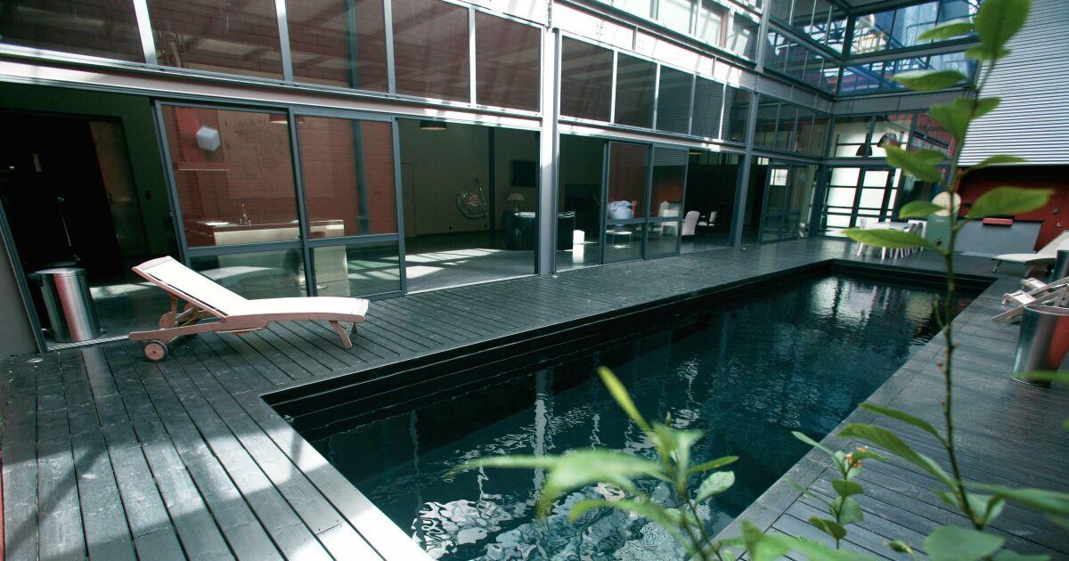 Photos de piscines avec rev tement liner noir sombre for Liner piscine acier