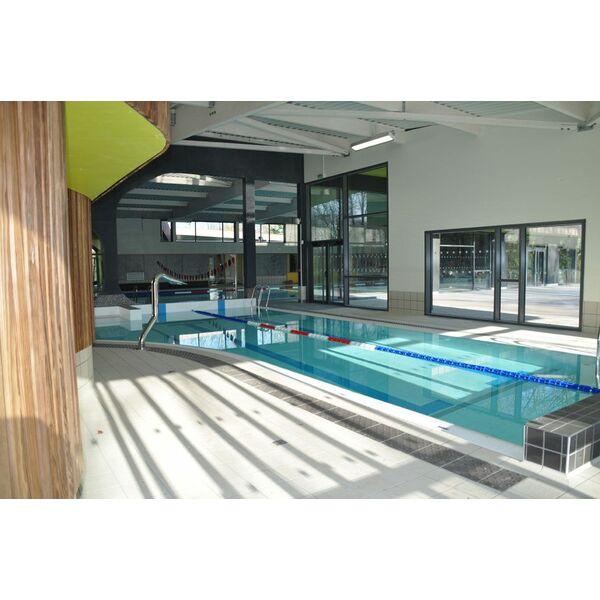 D coration 13 bassin nage contre courant prix tours for Piscine ludique paris