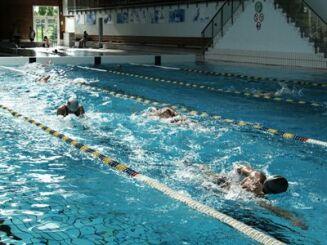 Le bassin olympique d'Epinal est équipée de plusieurs couloirs de nage.