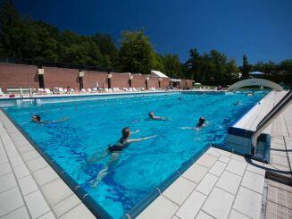 Le bassin olympique de la piscine à Bagnoles de l'Orne