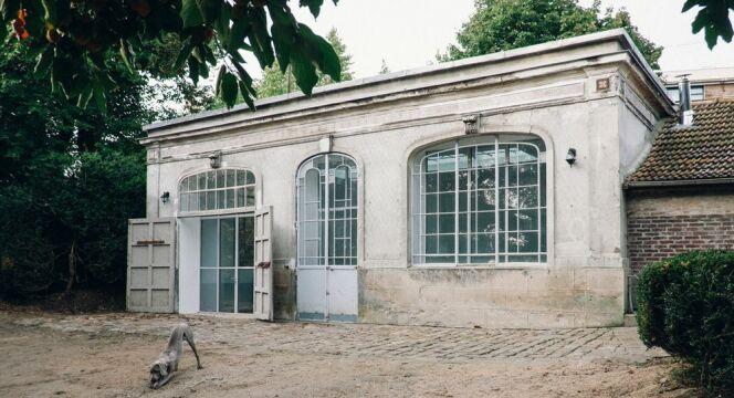 """Le bâtiment de l'orangerie vu de l'extérieur.<span class=""""normal italic petit"""">© Eliel Arnold</span>"""