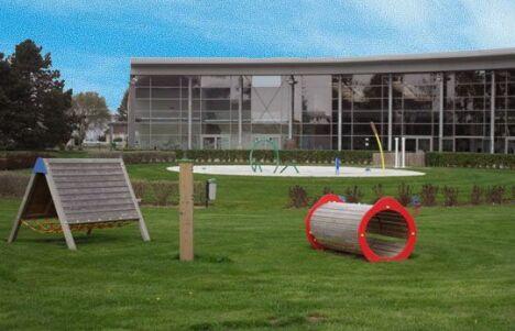 """Le bâtiment du centre nautique Laure Manaudou à Amberieu en Bugey<span class=""""normal italic"""">DR</span>"""
