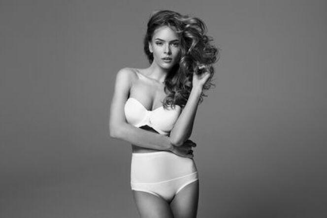 "Le bikini taille haute a toujours la cote en 2014.<span class=""normal italic petit"">© kiuikson - Fotolia.com</span>"
