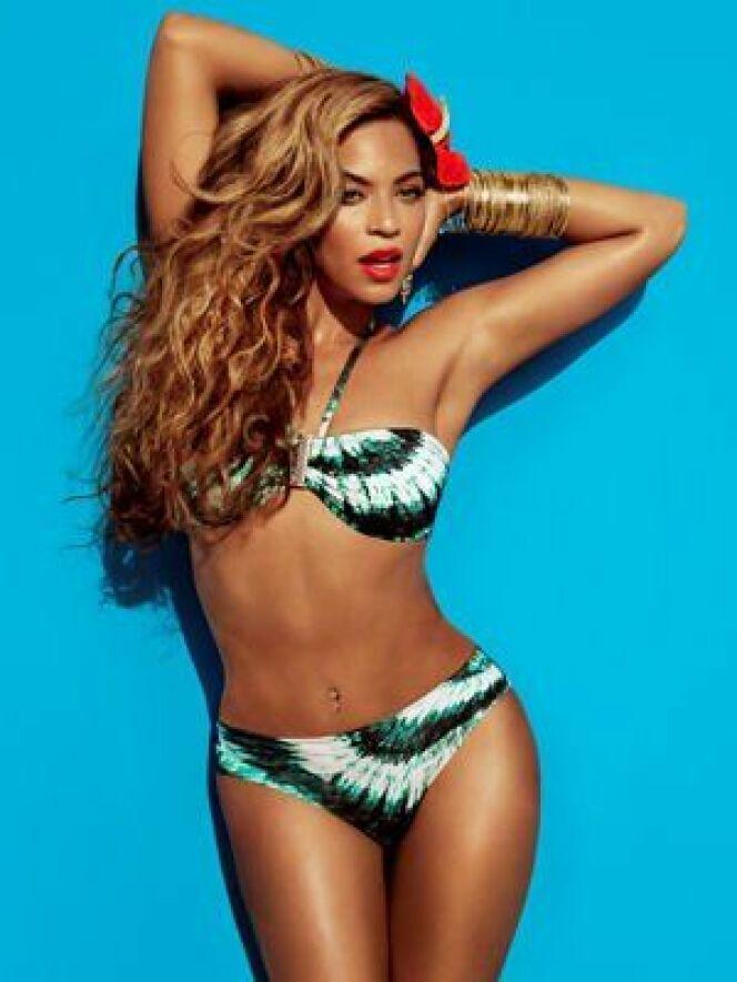 """Le bikini tie and dye de Beyoncé pour H&M<span class=""""normal italic petit"""">© H&M</span>"""