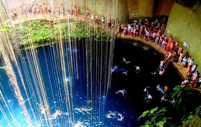 Le Cenote de Ik Kil, piscine naturelle dans la péninsule du Yucatán, Mexique  © Travis Wise