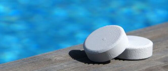 Le chlore pour un traitement efficace de l eau de piscine for Traitement eau piscine