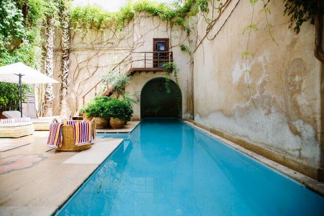 Le chlore pour une eau de piscine claire et propre