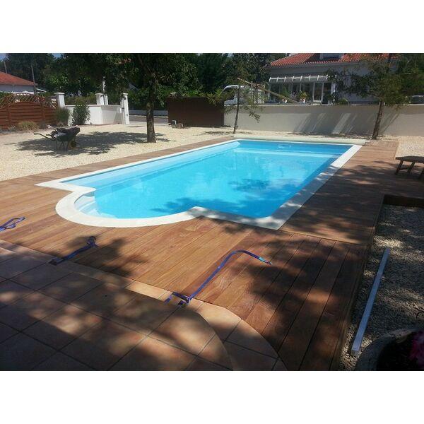 Le coin piscine martignas sur jalle pisciniste for Accessoire piscine 33
