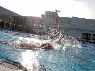 Le complexe aquatique de Hyères propose des entraînements au triathlon.