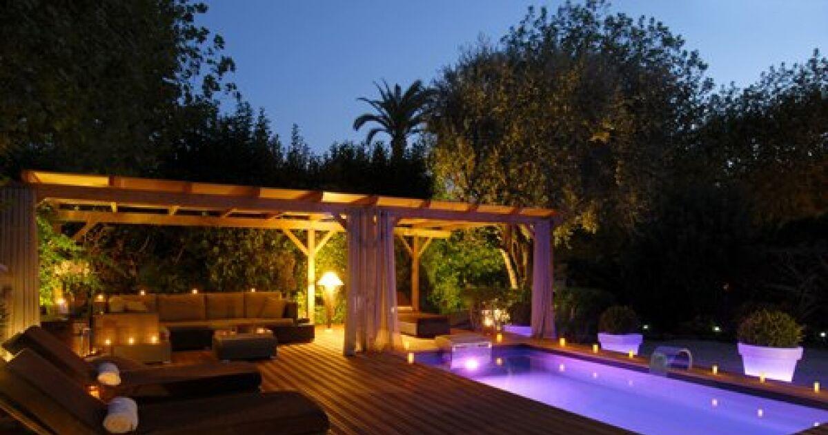 Piscine de nuit les plus beaux clairages piscine en for Piscine de nuit paris