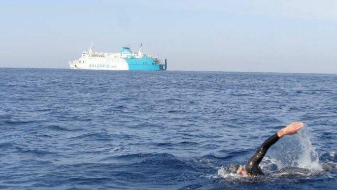 """Le détroit de Gibraltar traversé à la nage !<span class=""""normal italic petit"""">© Pierre-Alain Pingoud via Facebook</span>"""