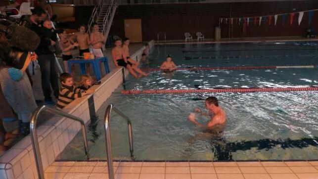 Le directeur du Centre Aquavire a nagé pendant 24h....
