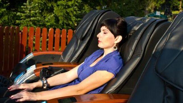 Le fauteuil massant permet de se relaxer à domicile et de profiter d'agréables massages.