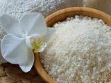Le gommage au sel : un soin exfoliant naturel pour la peau