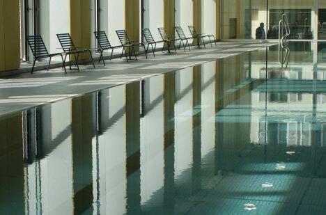 """Le grand bassin couvert de la piscine Alfred Nakache à Paris (20e)<span class=""""normal italic petit"""">© Janos Kaldi/Mairie du 20e</span>"""