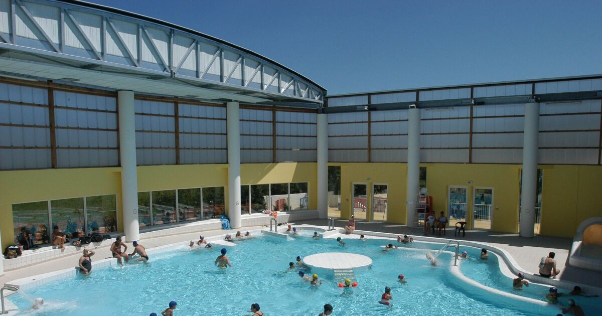 Complexe aquatique hy res horaires tarifs et t l phone for Piscine de grand champ