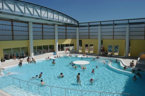 Complexe aquatique piscine hy res horaires tarifs for Centre de la nature piscine